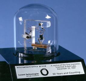 Replique-premier-transistor